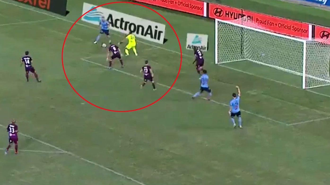 Sydney FC import Siem de Jong scores 'genius' goal in return against Brisbane Roar