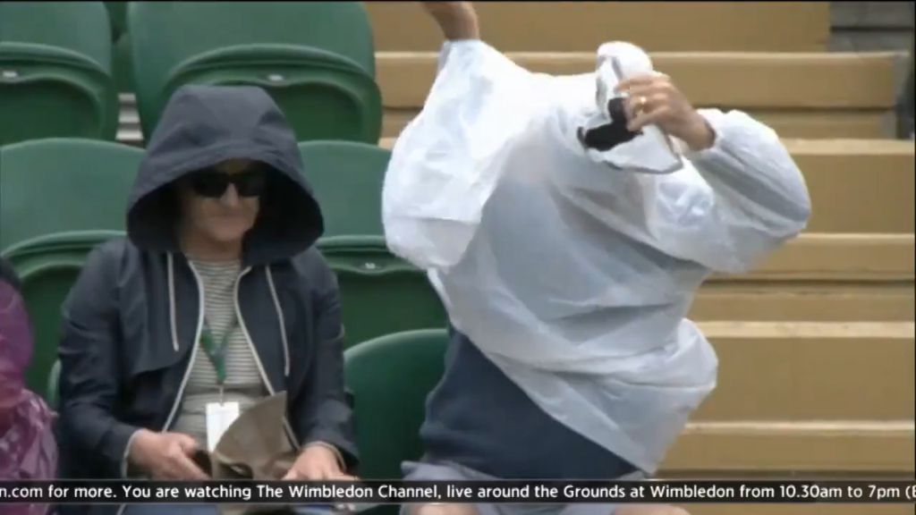 Tennis fan struggles with poncho at Wimbledon
