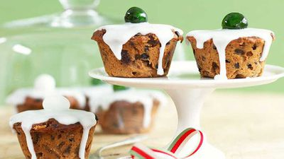 "<a href=""http://kitchen.nine.com.au/2016/05/16/19/33/little-christmas-cakes"" target=""_top"">Little Christmas cakes</a> recipe"