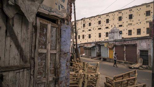 Jalan sepi saat penguncian di Agra, Uttar Pradesh, India.