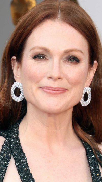 Julianne Moore in Chopard jewels.