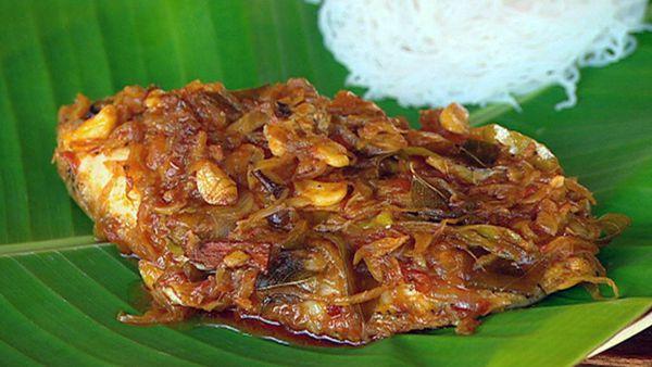 Meen pollichathu (pearl spot fish)
