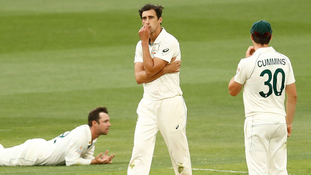 Mitchell Starc reacts after Travis Head drops a catch off his bowling.