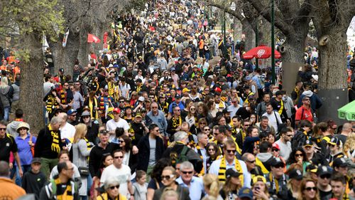 Thousands of fans packed Melbourne today for the grand final parade. (AAP)
