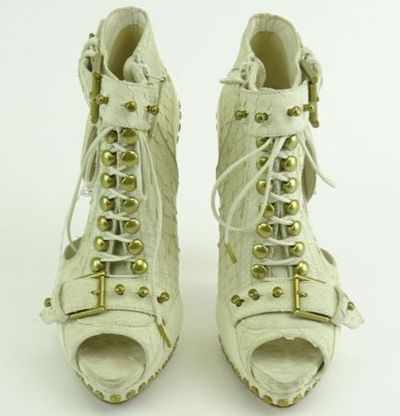 """Kim Kardashian West AL<a href=""""https://www.ebay.com/itm/Kim-Kardashian-West-ALEXANDER-McQUEEN-White-Buckle-Lace-Ankle-Boot-Heels-Sz-37/202219109001?_trkparms=%26rpp_cid%3D58a24ca2e4b0fa4552d36ff2%26rpp_icid%3D58a24b82e4b04206a7b801b5"""" target=""""_blank"""">EXANDER McQUEEN White Buckle &amp;Lace Ankle Boot Heels</a> Sz 37, current bid, $367"""