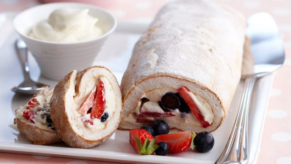 Pavlova fruit roll