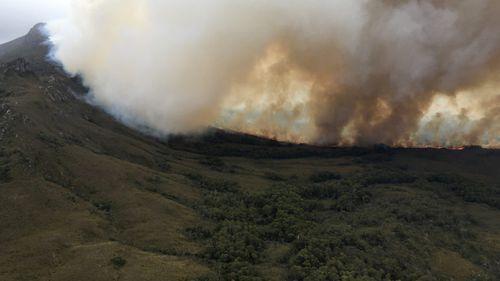 Bushfires raging in Tasmania
