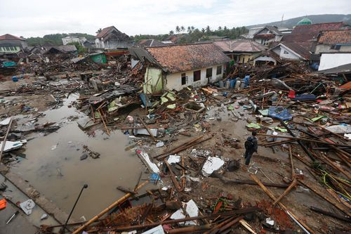 The death toll from the tsunami that hit coastal areas of Indonesia's Java and Sumatra islands has reached 429, with almost 1500 injured and 154 missing, an official says.