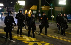 Police officer injured amid fresh Portland protest clashes