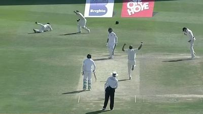 New Zealand beat Pakistan by four runs in Test thriller