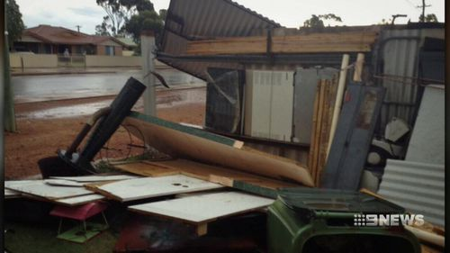 Kalgoorie received just over seven millimetres of rain in five minutes. (9NEWS)