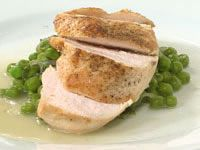 Chicken with French peas and lettuce