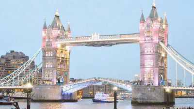 The tower bridge also went pink in honour of the new princess. (9NEWS)