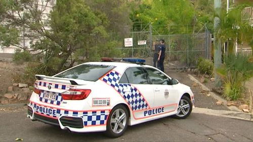 Police are working with SES and volunteers to try to find the boys. (9NEWS)