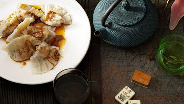 Poached pork and garlic chive dumplings (Jiu cai jiaozi)