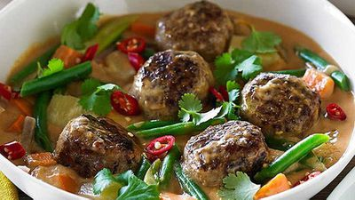 "Recipe:&nbsp;<a href=""http://kitchen.nine.com.au/2016/05/05/13/36/hayden-quinns-red-thai-beef-meatball-curry"" target=""_top"">Hayden Quinn's red Thai beef meatball curry</a>"
