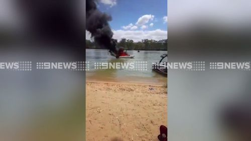 A boat caught fire on the Murray River. (9NEWS)