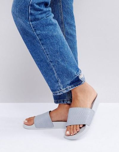 "<a href=""http://www.asos.com/au/adidas/adidas-originals-adilette-slider-sandals-in-grey/prd/8116720?clr=grey&amp;SearchQuery=Slides&amp;pgesize=36&amp;pge=0&amp;totalstyles=384&amp;gridsize=3&amp;gridrow=7&amp;gridcolumn=1"" target=""_blank"" draggable=""false"">Adidas Originals Adilette Slider Sandals In Grey, $57</a>"