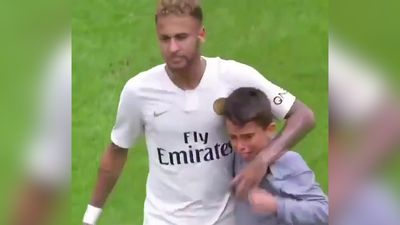 Neymar gives jersey to crying boy as Paris Saint-Germain down Rennes in Ligue 1