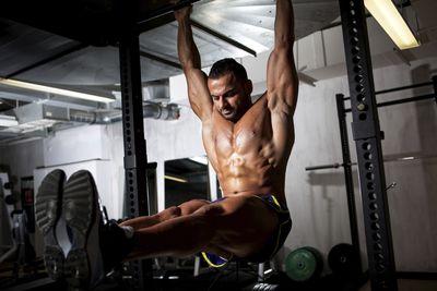 <strong>Hanging leg raises</strong>