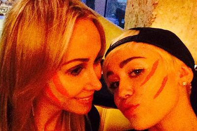@mileycyrus: peace paint with MT for her bdayyyyyyyy @tishcyrus