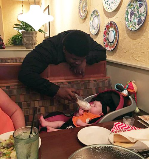 Waiter goes above and beyond by helping mother feed ill baby