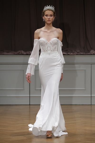 <p>Queen Miranda</p> <p>Alon Livne White 2017, Bridal Fashion Week, New York</p>
