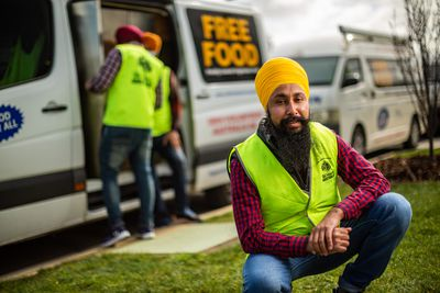 Volunteers deliver free food for Melbourne's needy