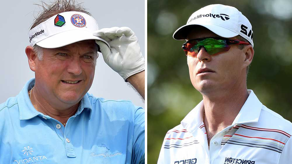 Ken Duke shows support for Aussie golfer John Senden (right). (AFP)