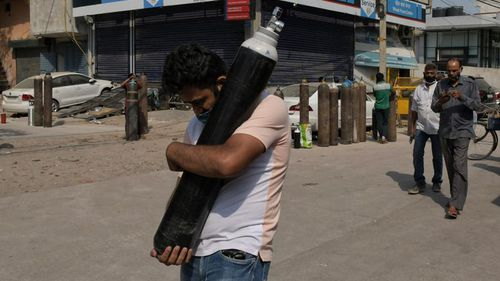 Indian government faces lockdown calls, contempt charges