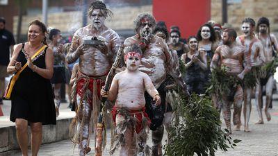 Indigenous Australian begin ceremony