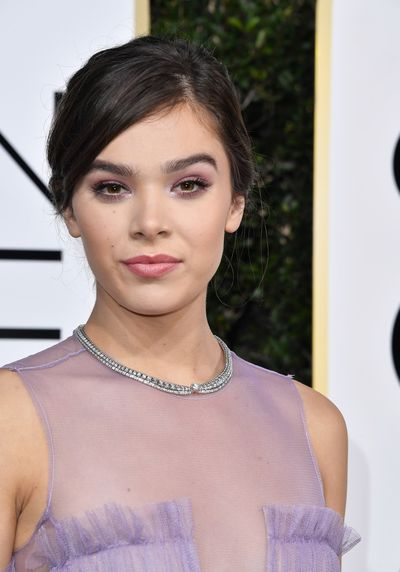 <p>Hailee Steinfeld's rich chocolate eyes were highlighted perfectly with a hint of lilac eye-shadow that teamed perfectly with her princess gown. Swoon.</p> <p>Image: Getty.</p>