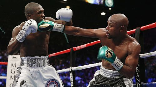 Berto and Mayweather go toe-to-toe. (AAP)