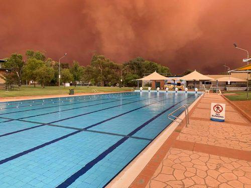 A dust storm engulfs Condobolin Swimming Pool in regional NSW.