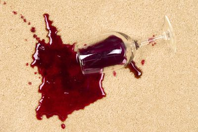 <strong>Pour white wine on a red wine stain</strong>