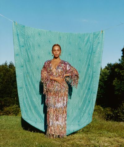 Beyonc&eacute; wears a Gucci dress and Bulgari earrings&nbsp;<em>US Vogue</em>&nbsp;September 2018<br /> <br />