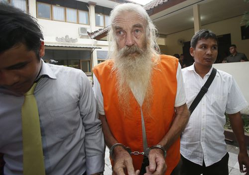 Australian Robert Ellis is escorted to his verdict trial at the Denpasar District Court in Bali, Indonesia, 25 October 2016. Indonesian judges sentenced Robert to 15 years in jail and found him guilty for abusing four girls aged around ten years old in a four year period in Bali. (AAP)