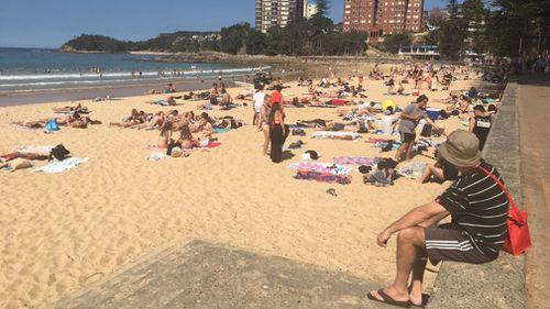 Beachgoers at Manly enjoy the unseasonal heat. (Image: 9NEWS)
