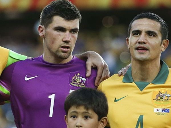 Mat Ryan (L) is in doubt for the Socceroos. (Getty)