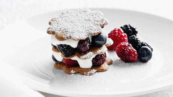 Berries and elderflower yoghurt sandwiches