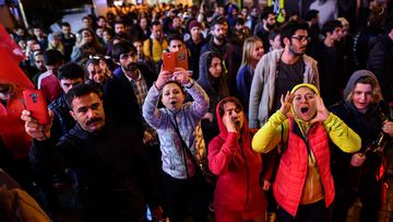 Protest gather in Istanbul on April 16, 2017 after the results of a nationwide referendum that will determine Turkey's future destiny. (AFP)