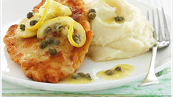 Chicken schnitzels with lemon