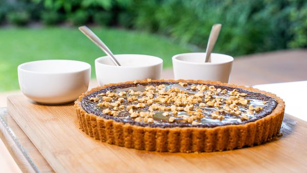 Make a caramel chocolate tart
