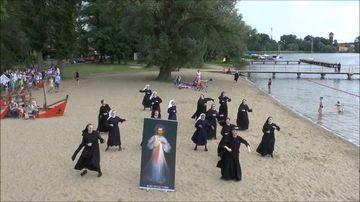 9RAW: Polish nuns perform flash mob dance ahead of World Youth Day