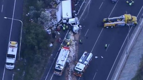 The southbound on-ramp on the Bruce Highway at Mango Hill is closed. (9NEWS)
