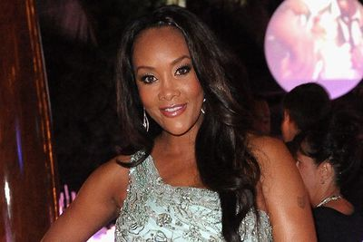 Vivica A. Fox looked gorgeously glam at CIROC The New Year 2012 in Miami. Her statment eye make-up was a great contrast with her soft, tumbling waves.
