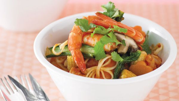 Spicy prawn, noodle and vegie bowl