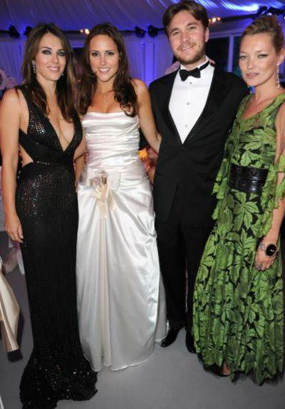 Models Elizabeth Hurley and Kate Moss