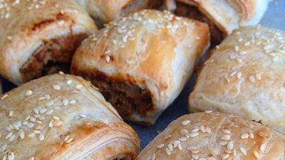 "<a href=""http://kitchen.nine.com.au/2016/05/05/13/11/renae-smiths-vegetarian-sausage-rolls"" target=""_top"">Renae Smith's vegetarian sausage rolls</a> recipe"