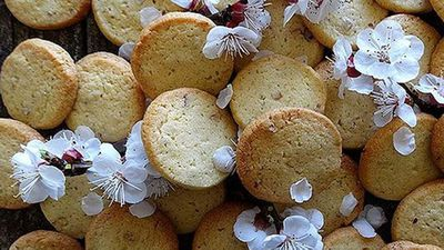 Lime and pecan biscuits